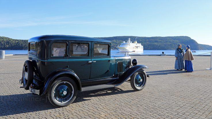 Oldtimer und MS Hamburg La Baie, Saguenay / Foto: Oliver Asmussen/oceanliner-pictures.com