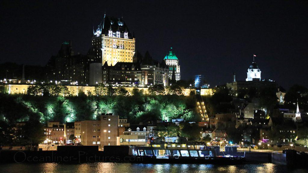 Quebec mit Hotel Chateau Frontenac am Abend, Blick von MS Hamburg / Foto: Oliver Asmussen/oceanliner-pictures.com