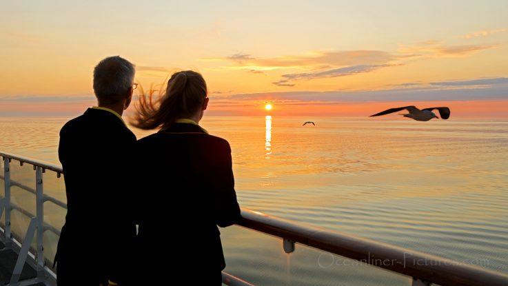 Sonnenuntergang an Bord der MS Hamburg in der Ostsee / Foto: Oliver Asmussen/oceanliner-pictures.com
