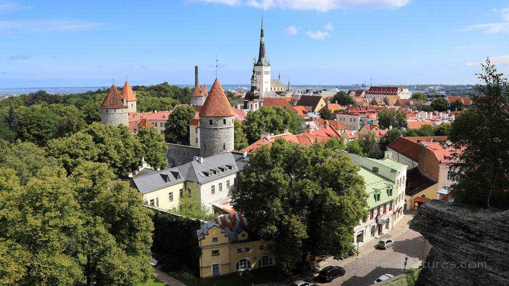 Türme der Stadtmauer und Altstadt Tallinn / Foto: Oliver Asmussen/oceanliner-pictures.com