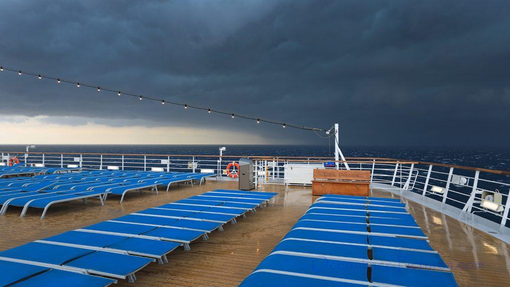 Unwetterfront nähert sich Costa Deliziosa / Foto: Oliver Asmussen/oceanliner-pictures.com