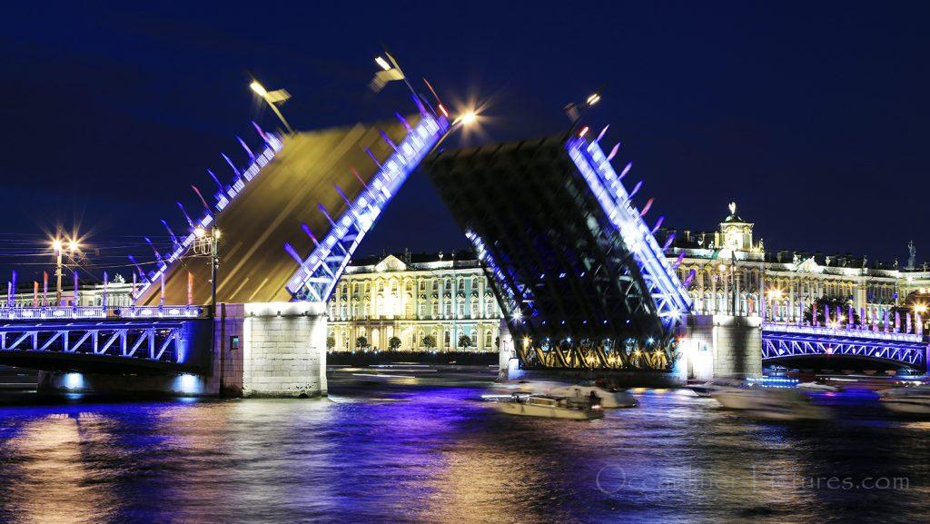 Weisse Nacht St. Petersburg Schlossbrücke / Foto: Oliver Asmussen/oceanliner-pictures.com