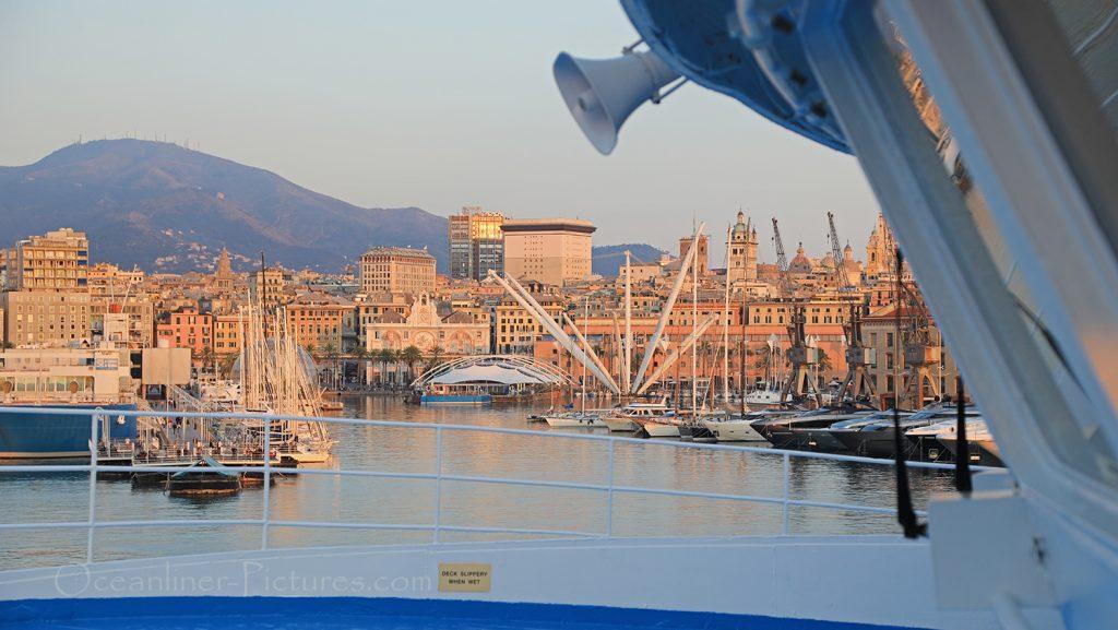 MS Ocean Majesty Abfahrt aus Genua / Foto: Oliver Asmussen/oceanliner-pictures.com