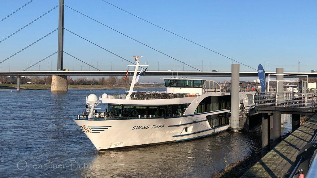 MS Swiss Tiara am Anleger in Düsseldorf / Foto: Oliver Asmussen/oceanliner-pictures.com