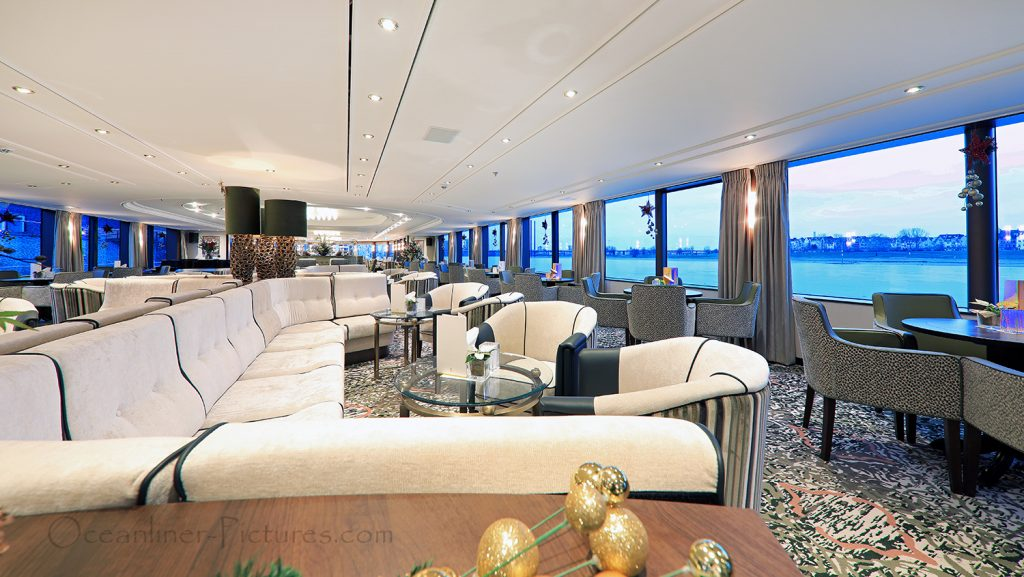 Panorama-Lounge MS William Wordsworth / Foto: Oliver Asmussen/oceanliner-pictures.com