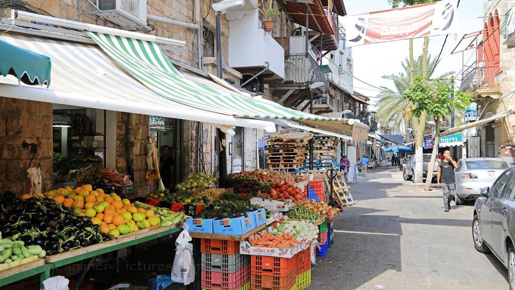 Straßenszene in Haifa mit Markt / Foto: Oliver Asmussen/oceanliner-pictures.com