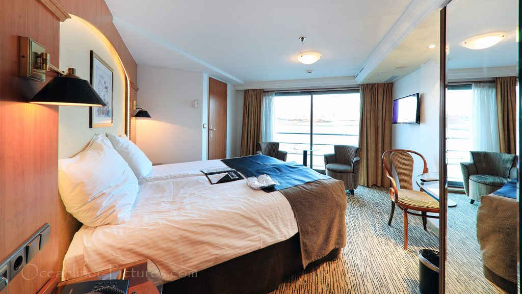Suite 331 mit franz. Balkon MS Swiss Tiara / Foto: Oliver Asmussen/oceanliner-pictures.com