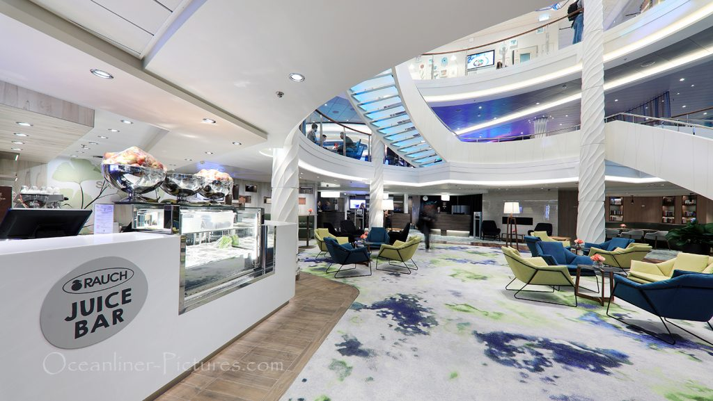 Saftwerft und Atrium neue Mein Schiff 2 / Foto: Oliver Asmussen/oceanliner-pictures.com