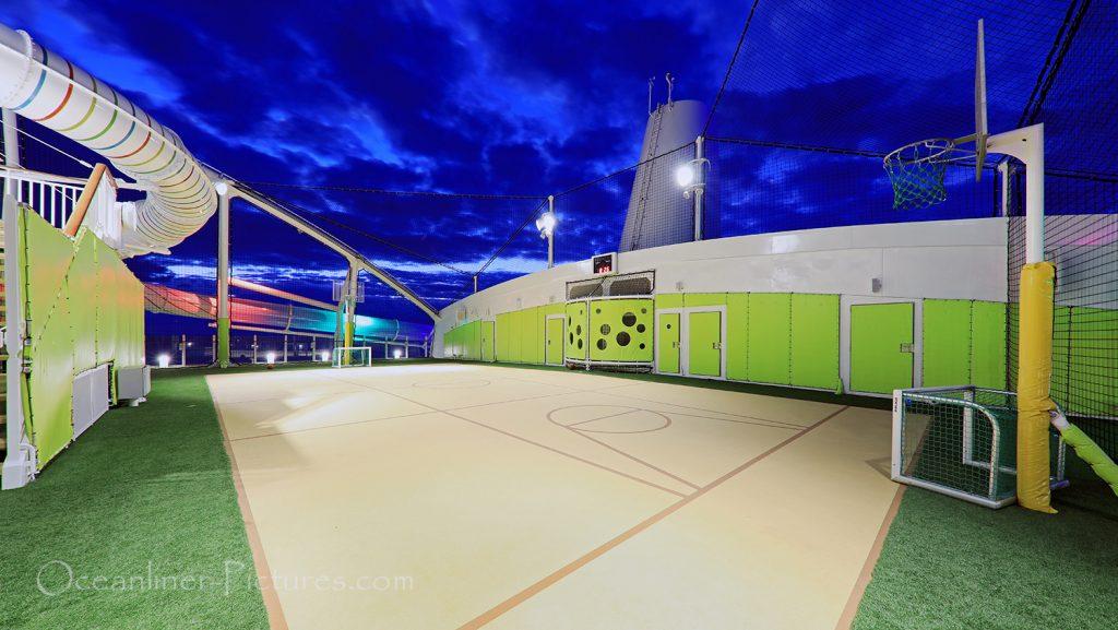 Sportplatz AIDAnova / Foto: Oliver Asmussen/oceanliner-pictures.com