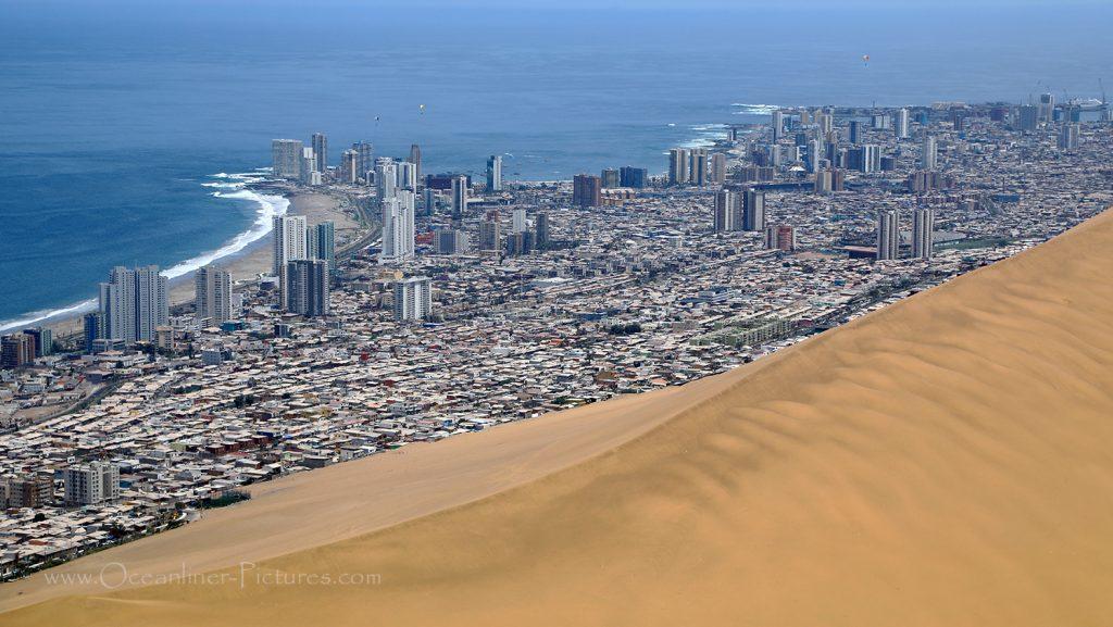Iquique, Atacama-Wüste und MS Hamburg / Foto: Oliver Asmussen/oceanliner-pictures.com