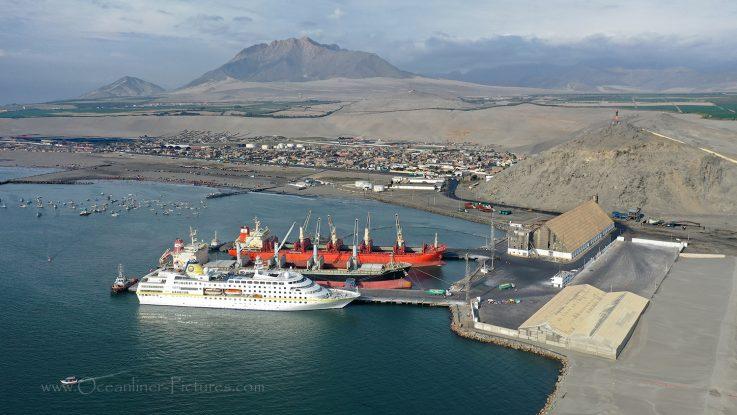 MS Hamburg in Salaverry Peru / Foto: Oliver Asmussen/oceanliner-pictures.com