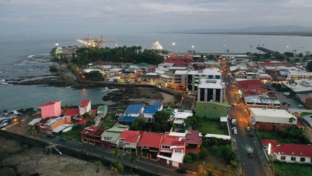 Puerto Limon Costa Rica mit MS Hamburg am Abend / Foto: Oliver Asmussen/oceanliner-pictures.com