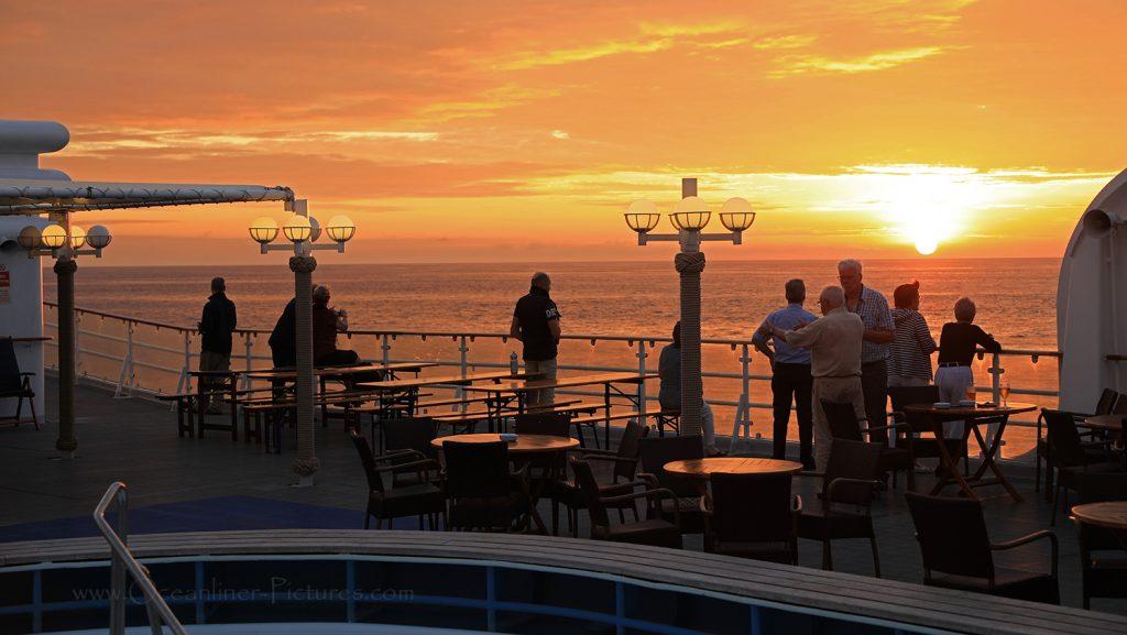 Sonnenuntergang Südpazifik MS Hamburg / Foto: Oliver Asmussen/oceanliner-pictures.com
