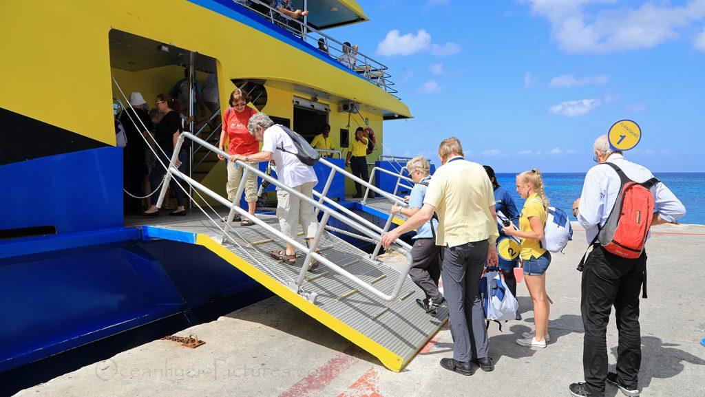 Vor der Fähre nach Playa del Carmen / Foto: Oliver Asmussen/oceanliner-pictures.com