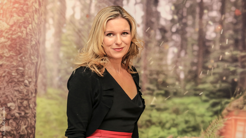 Schweizer Schlager Und Folk Sangerin Nadine Die Live Bei Der