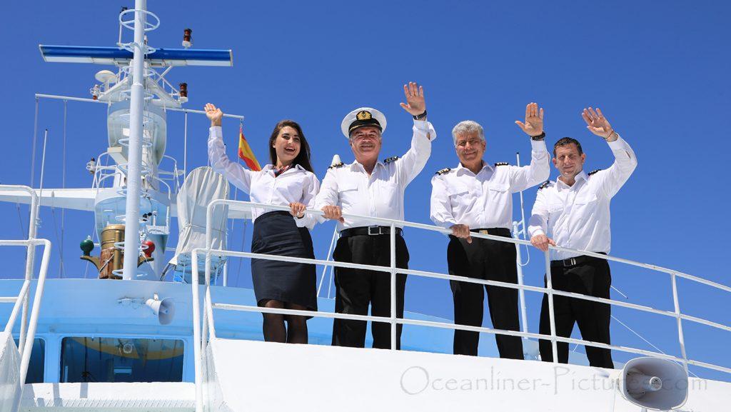 MS Ocean Majesty Gruss von der Brücke / Foto: Oliver Asmussen/oceanliner-pictures.com