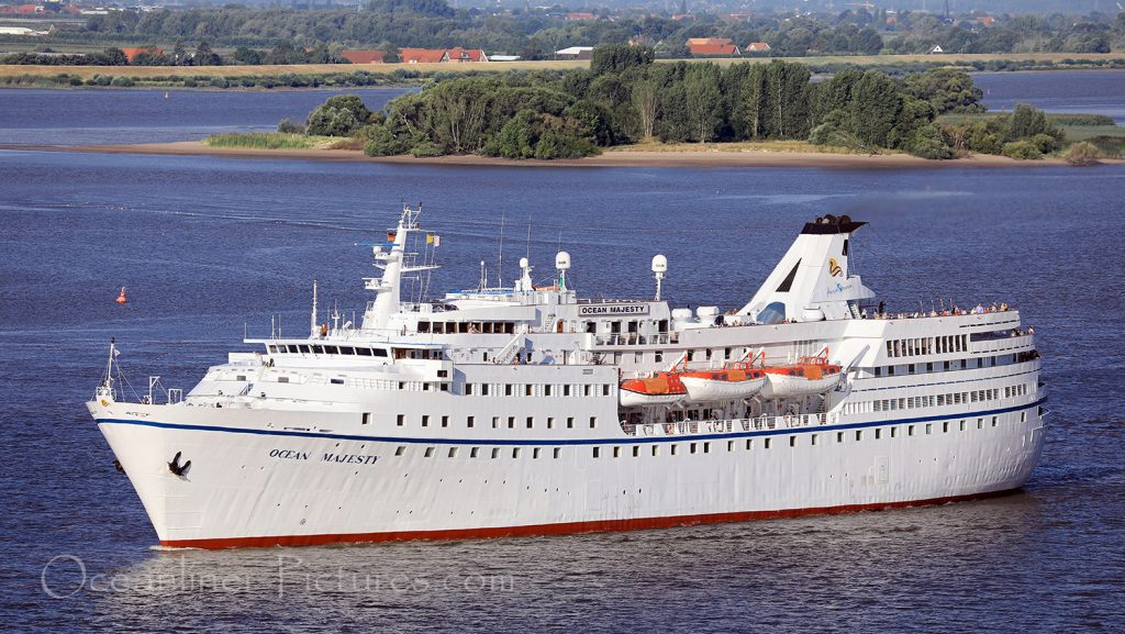 MS Ocean Majesty auf der Elbe in Richtung Hamburg / Foto: Oliver Asmussen/oceanliner-pictures.com