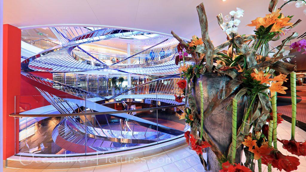 Atrium und Blumendekoration Nieuw Statendam / Foto: Oliver Asmussen/oceanliner-pictures.com