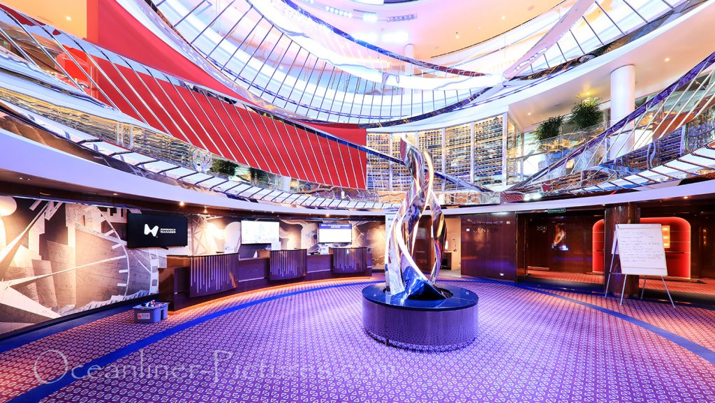 Atrium und Internet Center Blick von Deck 1 Nieuw Statendam / Foto: Oliver Asmussen/oceanliner-pictures.com