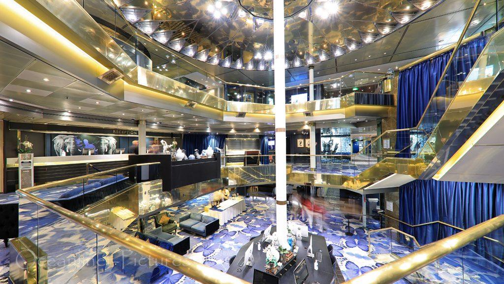 Bereich Atrium, Internetterminals und Rezeption Vasco Da Gama / Foto: Oliver Asmussen/oceanliner-pictures.com