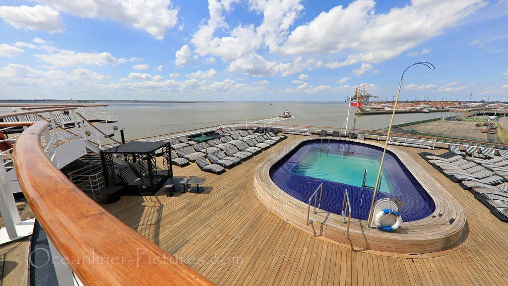 Sonnendeck am Oasis Pool Vasco Da Gama / Foto: Oliver Asmussen/oceanliner-pictures.com