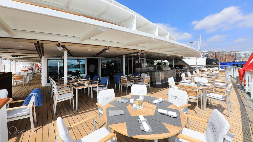 Aussenbereich Lido Restaurant Hanseatic nature / Foto: Oliver Asmussen/oceanliner-pictures.com
