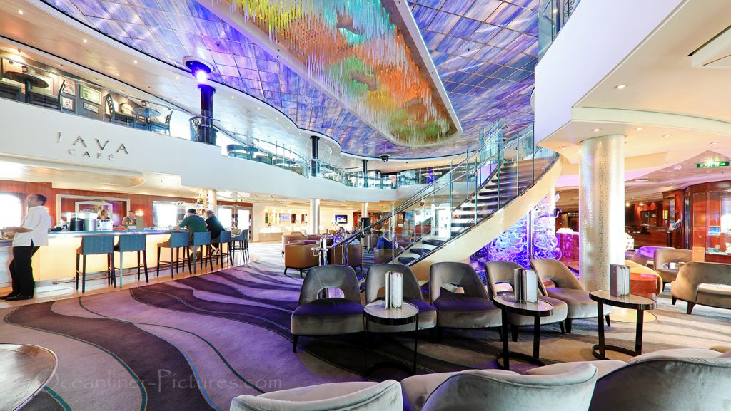 Crystal Atrium and Java Cafe Norwegian Pearl / Foto: Oliver Asmussen/oceanliner-pictures.com