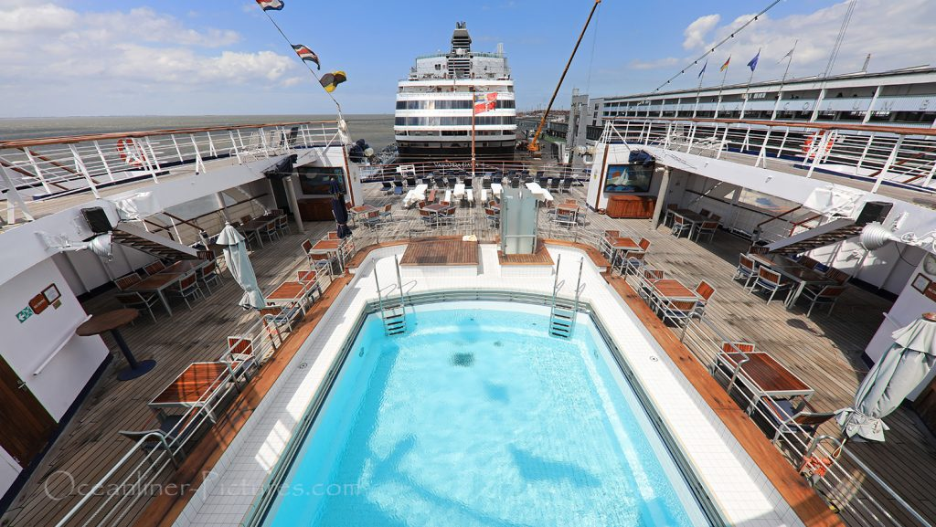 Lido Pool und Sonnendeck MS Astor / Foto: Oliver Asmussen/oceanliner-pictures.com