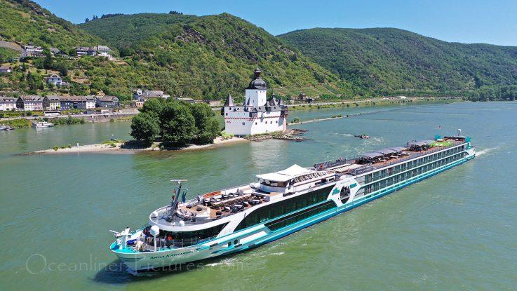 MS Anna Katharina vor Burg Pfalzgrafenstein auf dem Rhein / Foto: Oliver Asmussen/oceanliner-pictures.com