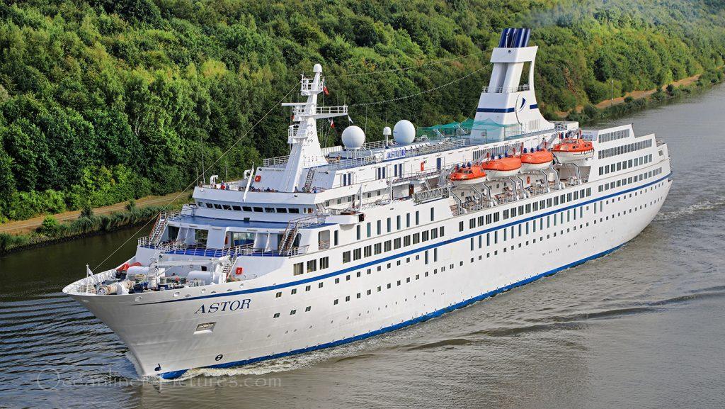 MS Astor auf dem Nord-Ostsee-Kanal / Foto: Oliver Asmussen/oceanliner-pictures.com