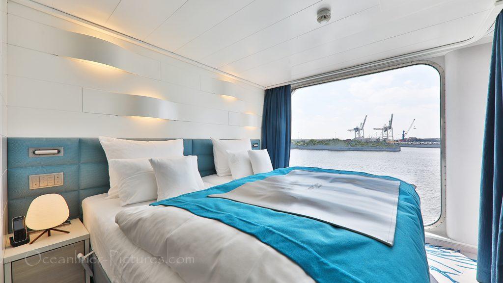 Suite 642 Schlafbereich Hanseatic nature / Foto: Oliver Asmussen/oceanliner-pictures.com