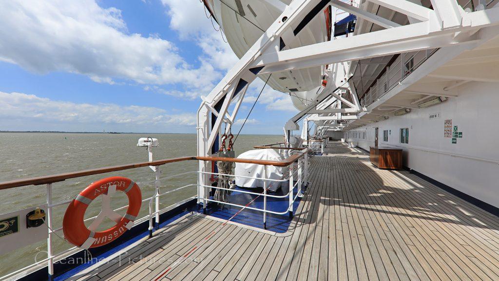 Teak-Promenade MS Astor / Foto: Oliver Asmussen/oceanliner-pictures.com