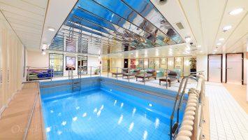Wellnessbereich mit Innenpool MS Astor / Foto: Oliver Asmussen/oceanliner-pictures.com