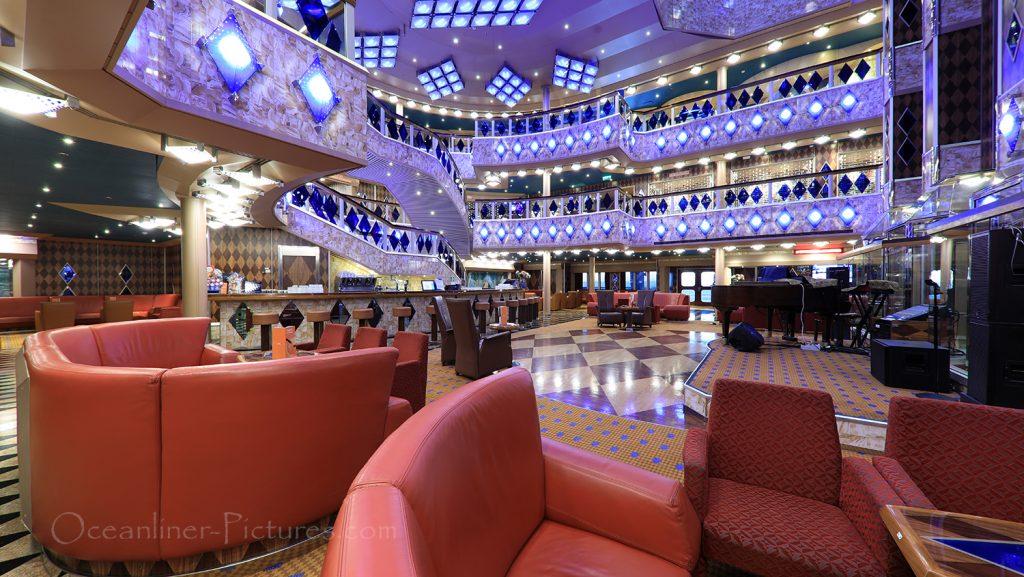 Atrium und Atrium Bar Costa Favolosa / Foto: Oliver Asmussen/oceanliner-pictures.com