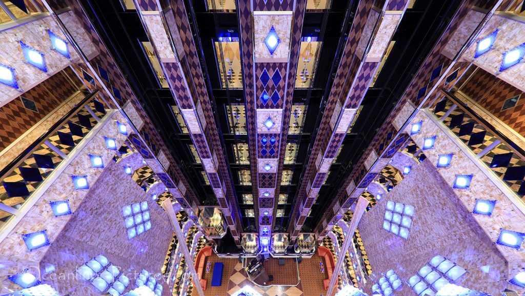 Atrium und Fahrstühle Costa Favolosa / Foto: Oliver Asmussen/oceanliner-pictures.com