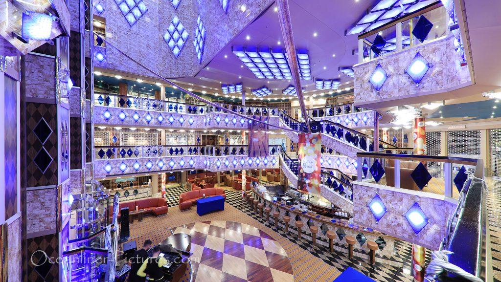 Blick in das Atrium und auf Grand Bar Palatino Costa Favolosa / Foto: Oliver Asmussen/oceanliner-pictures.com