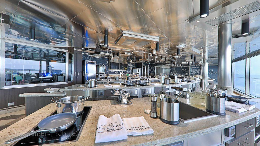 Culinary Arts Kitchen Seven Seas Explorer / Foto: Oliver Asmussen/oceanliner-pictures.com