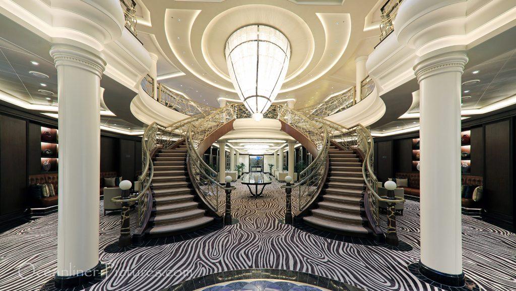 Das Atrium der Seven Seas Explorer / Foto: Oliver Asmussen/oceanliner-pictures.com