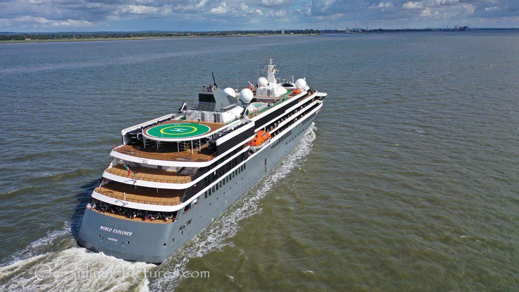 Die World Explorer von nicko cruises auf dem Weg nach Hamburg / Foto: Oliver Asmussen/oceanliner-pictures.com