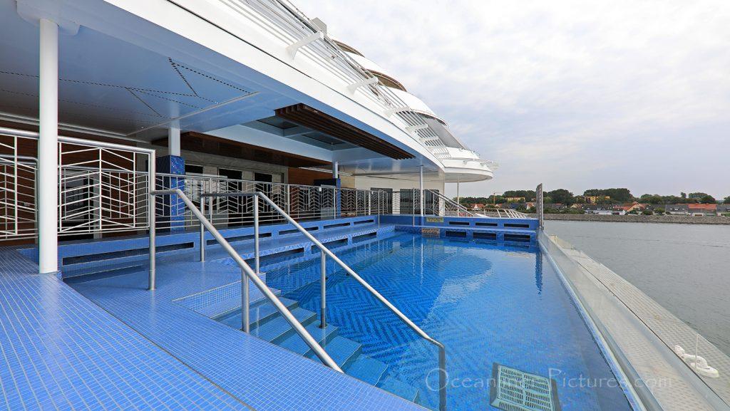 Infinity Pool Seven Seas Explorer / Foto: Oliver Asmussen/oceanliner-pictures.com