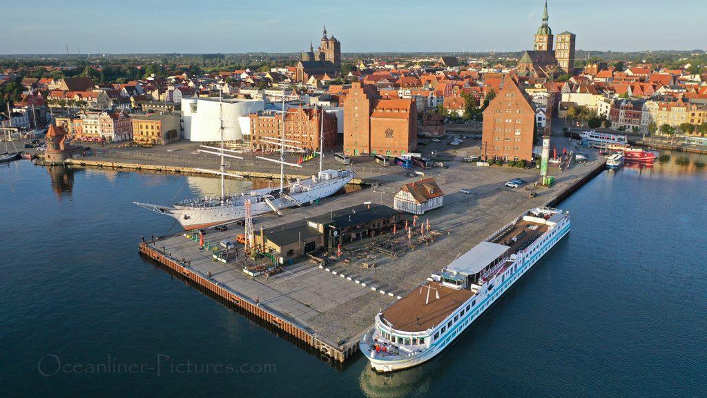 Junker Joerg in Stralsund / Foto: Oliver Asmussen/oceanliner-pictures.com