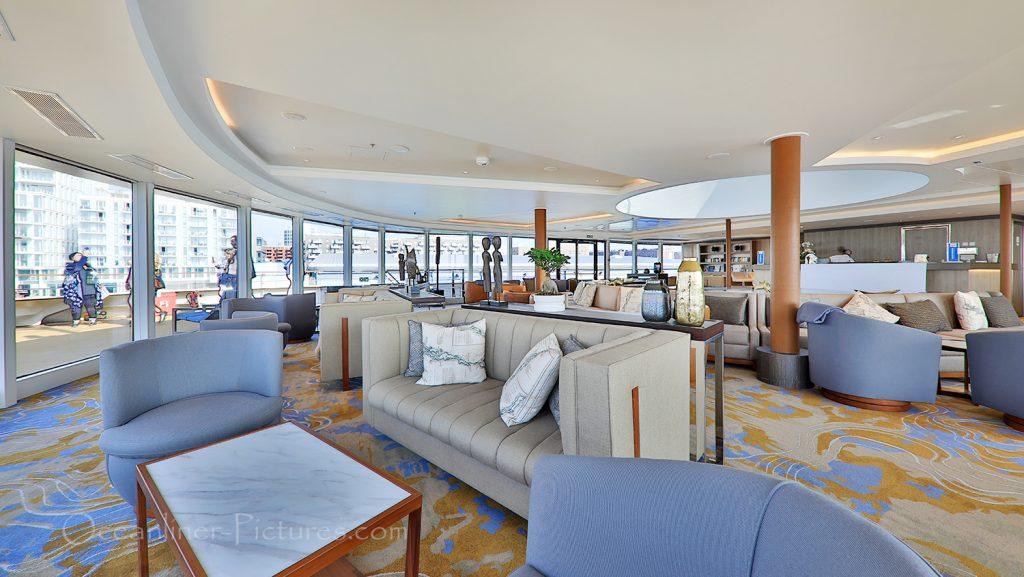 Observation Lounge mit Bar World Explorer / Foto: Oliver Asmussen/oceanliner-pictures.com