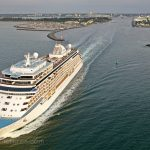 Seven Seas Explorer beim Auslaufen aus Warnemünde / Foto: Oliver Asmussen/oceanliner-pictures.com