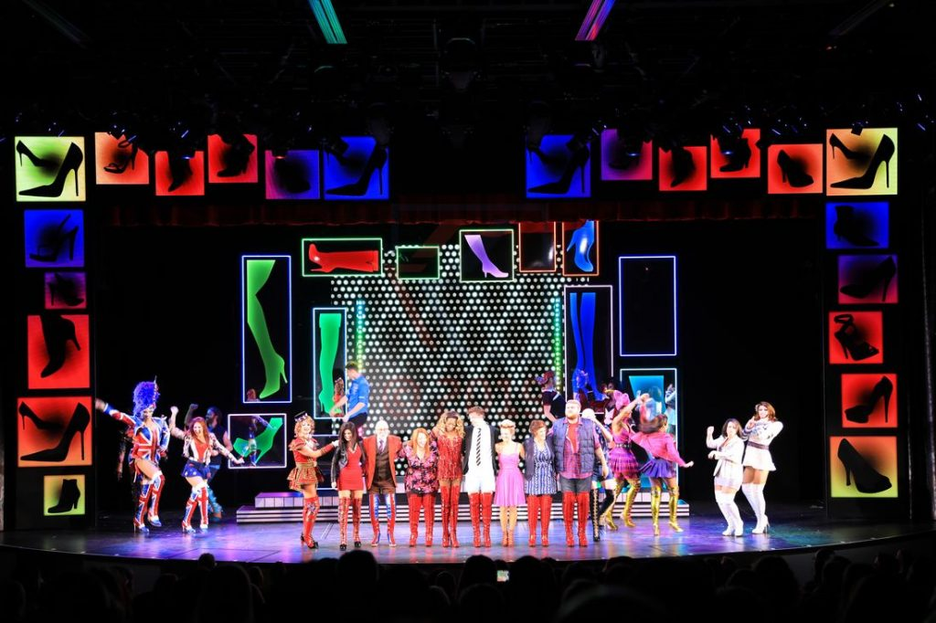 Kinky Boots the musical aboard Norwegian Encore / Foto: Oliver Asmussen/oceanliner-pictures.com