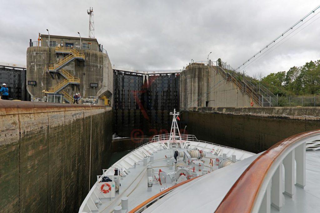 MS Hamburg in einer Schleuse vom Wellandkanal / Foto: Oliver Asmussen/oceanliner-pictures.com