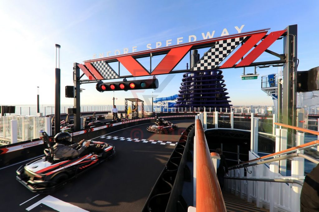 Speedway race track Norwegian Encore / Foto: Oliver Asmussen/oceanliner-pictures.com