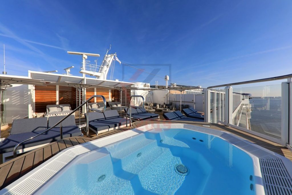 The Haven Courtyard sun deck Norwegian Encore / Foto: Oliver Asmussen/oceanliner-pictures.com