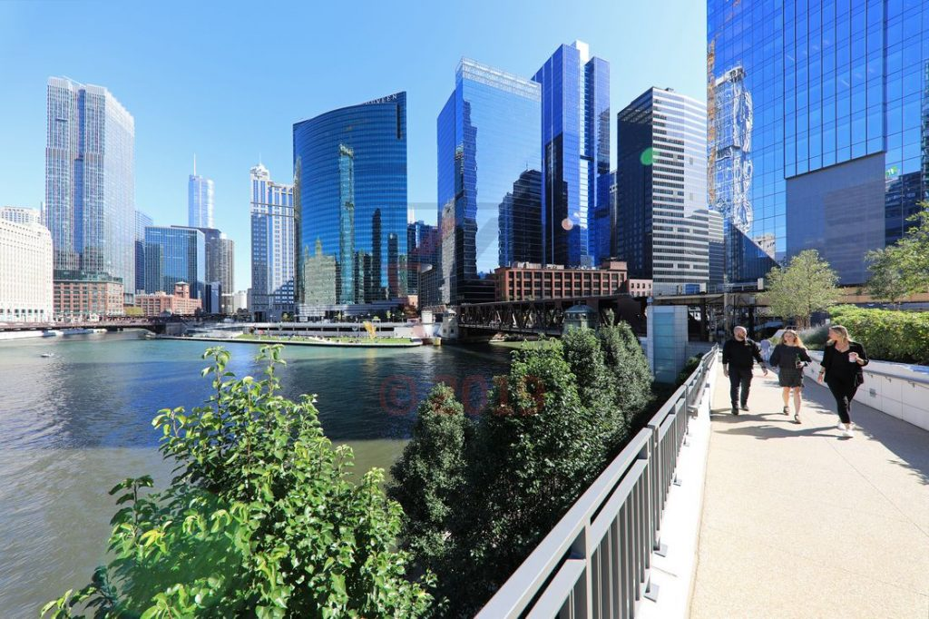 Wolkenkratzer am Chicago River in Chicago / Foto: Oliver Asmussen/oceanliner-pictures.com