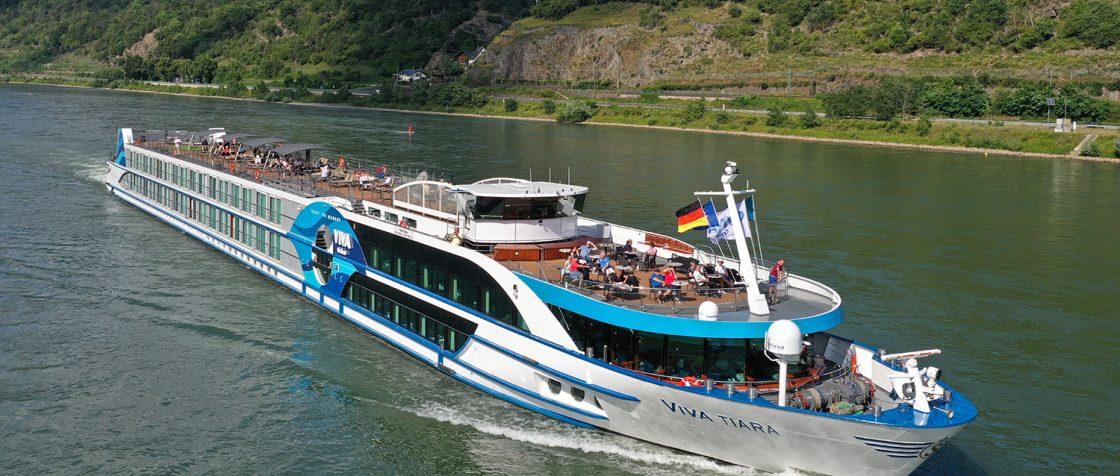 VIVA TIARA auf dem Rhein bei Bacharach